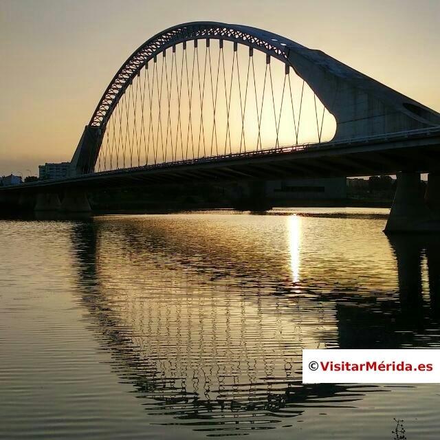 puente lusitania de merida al atardecer