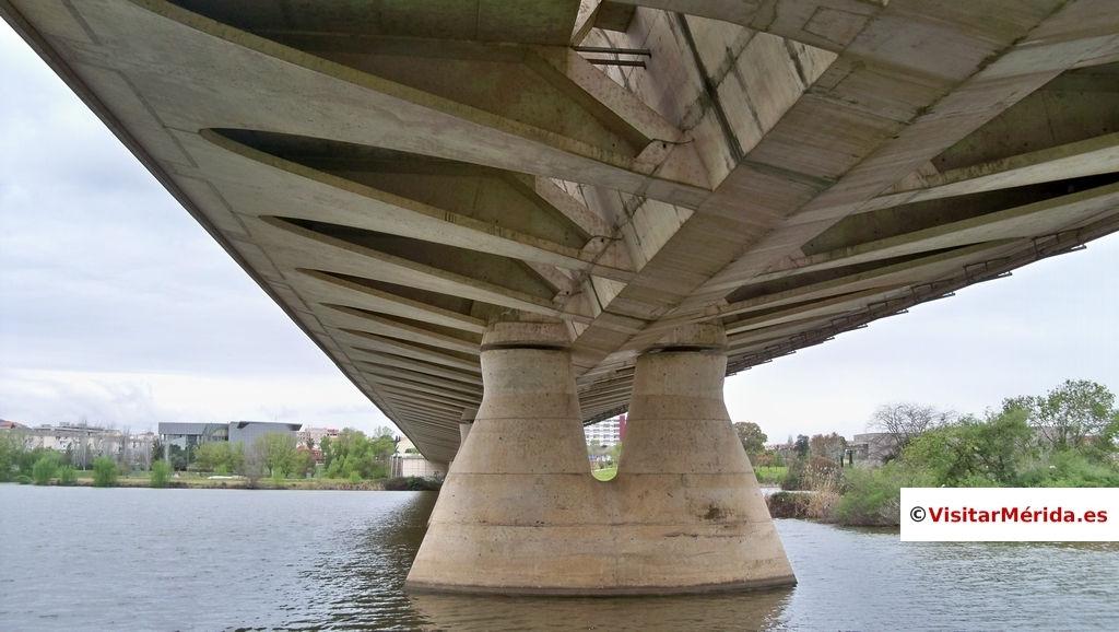 puente lusitania de merida desde abajo