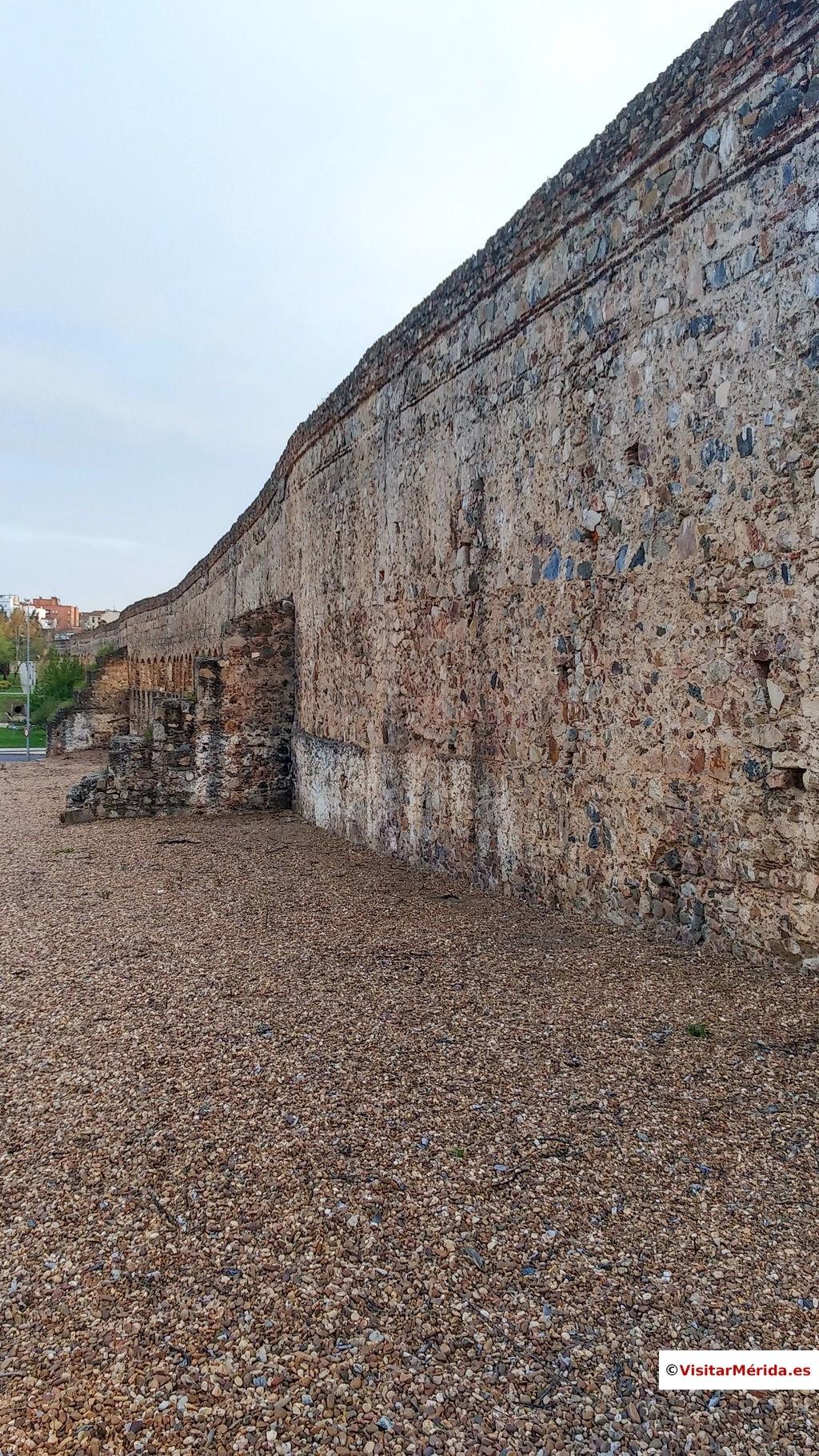 acueducto San Lázaro Rabo de buey Mérida pared maciza