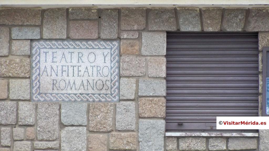 puerta entrada teatro romano